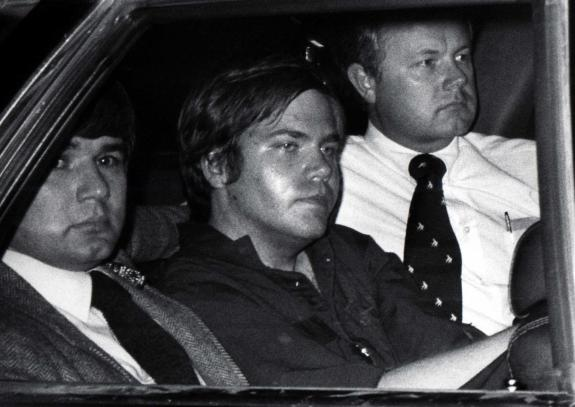 the insanity defense of john hinckley The changes were in part a result of the public backlash due to hinckley's successful use of the insanity defense these changes, in particular rule 704(b), put limits on expert witness testimony [5.